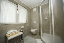 Badezimmer im Doppelzimmer Lodge