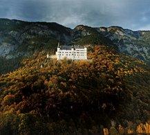 Das weiße Schloss über dem Inn | © Schloss Tratzberg